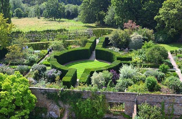 Be at one with your garden julian tatlock landscape and for Garden design kent